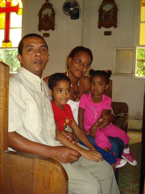 Iglesia de San German Holguin a donde va desde hace mas de 10 años esta familia