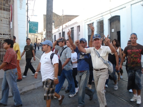 Marcha de activistas de la ADO por Camaguey, exigiendo la liberacion de Orlando Zapata el 3 de febrero de 2010, cuando el valerozo opositor agonizaba en un hospital de esa ciudad