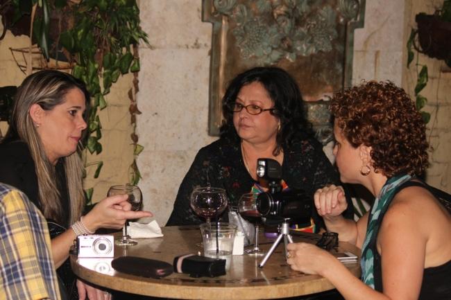 De izq a derecha Aimara Perez, la hermana de Angel Santiesteban y la promotora Idabel RosalesFoto: LuisFelipeRojas