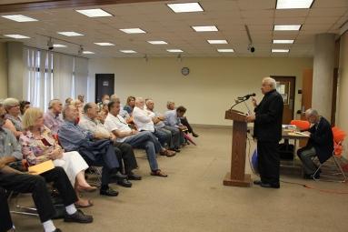 José Prats Sariol conversa con el público asistente. Foto: Luis Felipe Rojas.