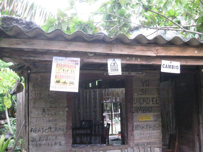 Casa de un disidente cubano, con expresiones antigubernamentales. Cortesía ADO.
