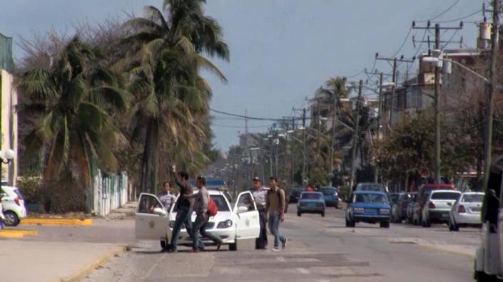 El fotógrafo cubano Claudio Fuentes, arrestado por la policía política en La Habana. Cortesía de Ailer González, Estado de Sats.