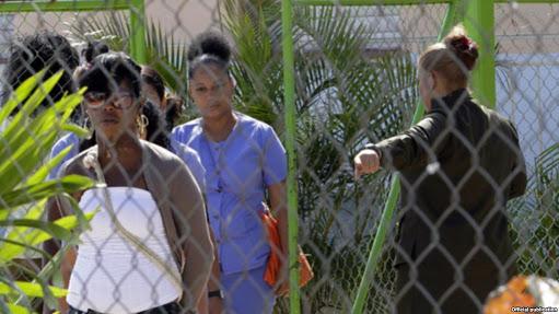 Mujeres en una prisión en Cuba. Foto tomada del portal Martí Noticias.